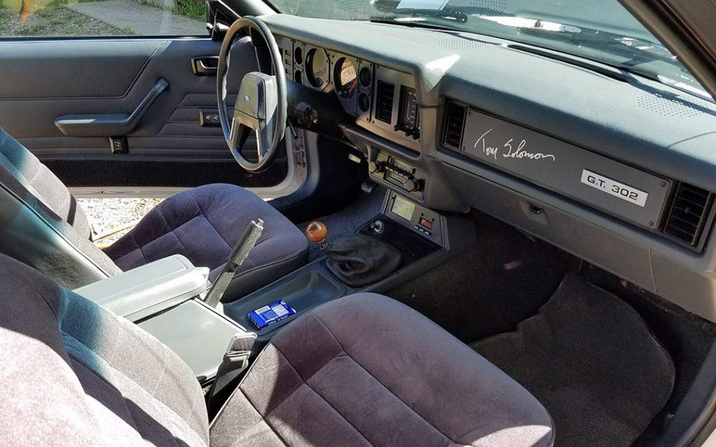 Predator GT302 interior.